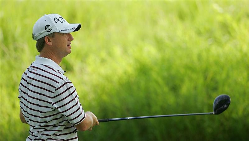 SILVIS, IL - JULY 11:  David Toms of the USA watches his drive during the continuation of the second round of the John Deere Classic at TPC Deere Run held on July 11, 2009 in Silvis, Illinois.  (Photo by Michael Cohen/Getty Images)