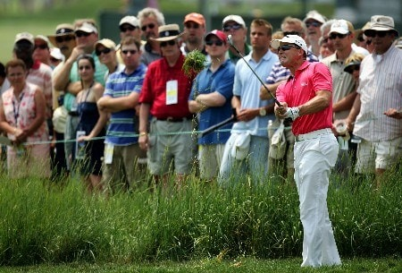OAKMONT, PA - JUNE 17:  Niclas Fasth of Sweden hits a shot from the rough on the second hole during the final round of the 107th U.S. Open Championship at Oakmont Country Club on June 17, 2007 in Oakmont, Pennsylvania.  (Photo by Donald Miralle/Getty Images)