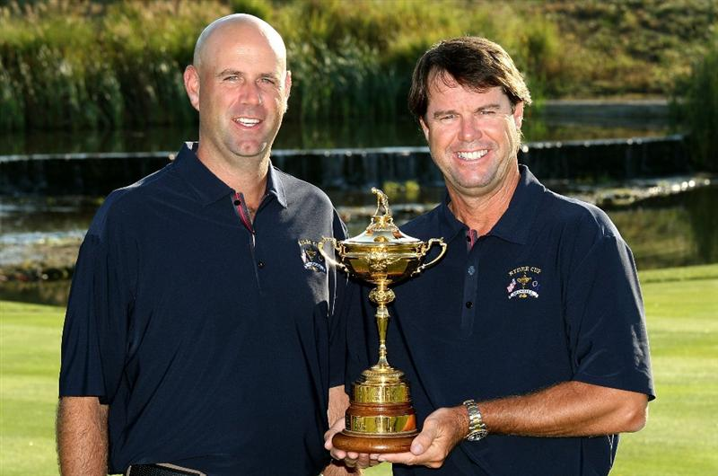 LOUISVILLE, KY - SEPTEMBER 17:  Stewart Cink of the USA team (L) poses with team captain Paul Azinger during the USA team photo shoot prior to the 2008 Ryder Cup at Valhalla Golf Club on September 17, 2008 in Louisville, Kentucky.  (Photo by David Cannon/Getty Images)