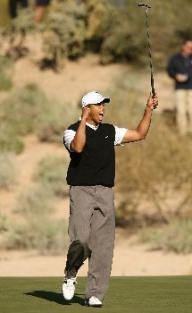 MARANA, AZ - FEBRUARY 20:  Tiger Woods celebrates making a long birdie putt on the 17th hole during the first round matches of the WGC-Accenture Match Play Championship at The Gallery at Dove Mountain on February 20, 2008 in Marana, Arizona.  (Photo by Scott Halleran/Getty Images)