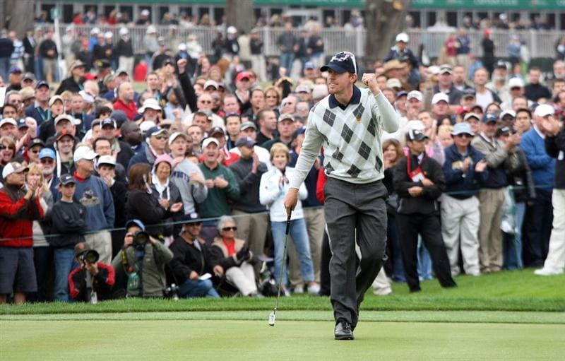 SAN FRANCISCO - OCTOBER 10:  Hunter Mahan of the USA Team celebrates halving his match with Stewart Cink against Singh and Allenby at the par 5, 18th hole during the Day Three Morning Fousomes Matches in The Presidents Cup at Harding Park Golf Course on October 10, 2009 in San Francisco, California  (Photo by David Cannon/Getty Images)