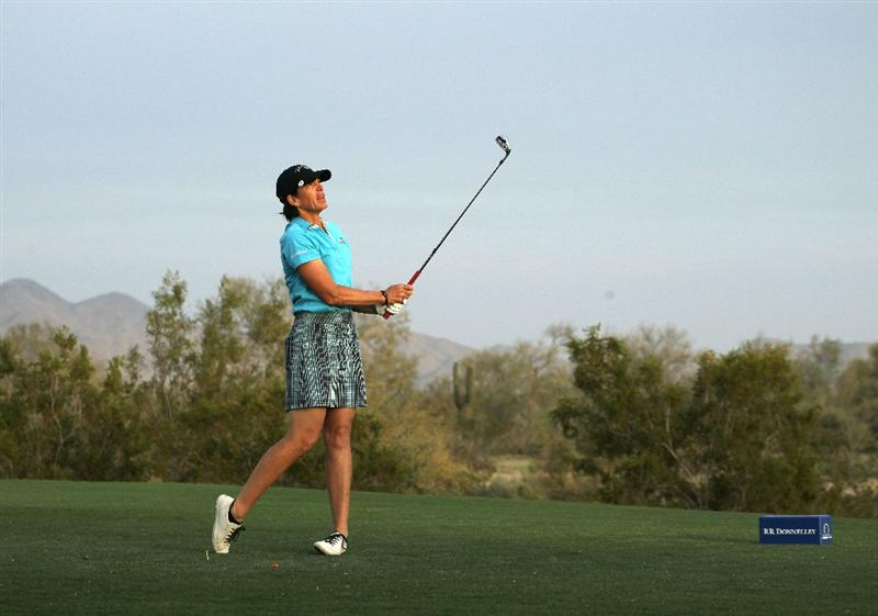 PHOENIX, AZ - MARCH 19:  Juli Inkster hits her tee shot on the 17th hole during the second round of the RR Donnelley LPGA Founders Cup at Wildfire Golf Club on March 19, 2011 in Phoenix, Arizona.  (Photo by Stephen Dunn/Getty Images)