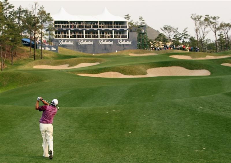 ICHEON, SOUTH KOREA - APRIL 29:  Lee Westwood of England plays his second shot on the 18th hole during the second round of the Ballantine's Championship at Blackstone Golf Club on April 29, 2011 in Icheon, South Korea.  (Photo by Andrew Redington/Getty Images)