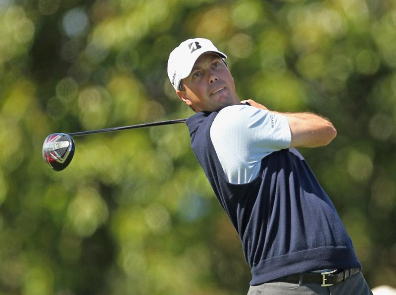MIAMI, FL - MARCH 11:  Matt Kuchar hits his tee shot on the 17th hole during the second round of the 2011 WGC- Cadillac Championship at the TPC Blue Monster at the Doral Golf Resort and Spa on March 11, 2011 in Doral, Florida.  (Photo by Mike Ehrmann/Getty Images)