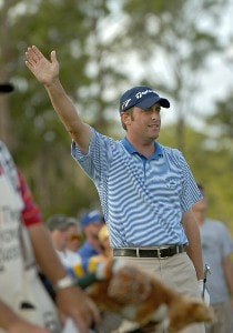 Jeff Gove drives far right off the 15th tee during the final round of the 2006 Honda Classic March 12 at the Country Club at Mirasol in Palm Beach Gardens, Florida.Photo by Al Messerschmidt/WireImage.com