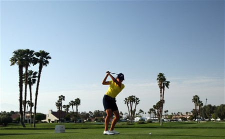 RANCHO MIRAGE, CA - APRIL 5:  Lorena Ochoa of Mexico hits her tee shot at the 18th hole during the third round of the Kraft Nabisco Championship at the Mission Hills Country Club April 5, 2008 in Rancho Mirage, California.  (Photo by David Cannon/Getty Images)