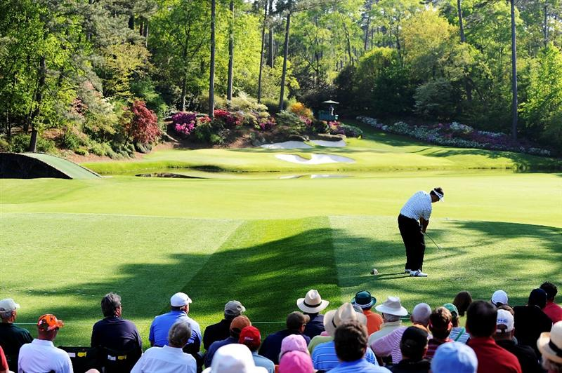 AUGUSTA, GA - APRIL 12:  Kenny Perry hits his tee shot on the 12th hole during the final round of the 2009 Masters Tournament at Augusta National Golf Club on April 12, 2009 in Augusta, Georgia.  (Photo by Harry How/Getty Images)