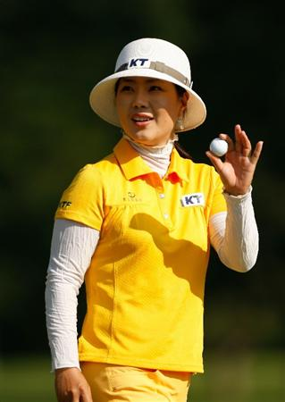 BETHLEHEM, PA - JULY 09:  Meena Lee of South Korea waves to the fans on the 14th hole during the first round of the 2009 U.S. Women's Open at Saucon Valley Country Club on July 9, 2009 in Bethlehem, Pennsylvania.  (Photo by Streeter Lecka/Getty Images)