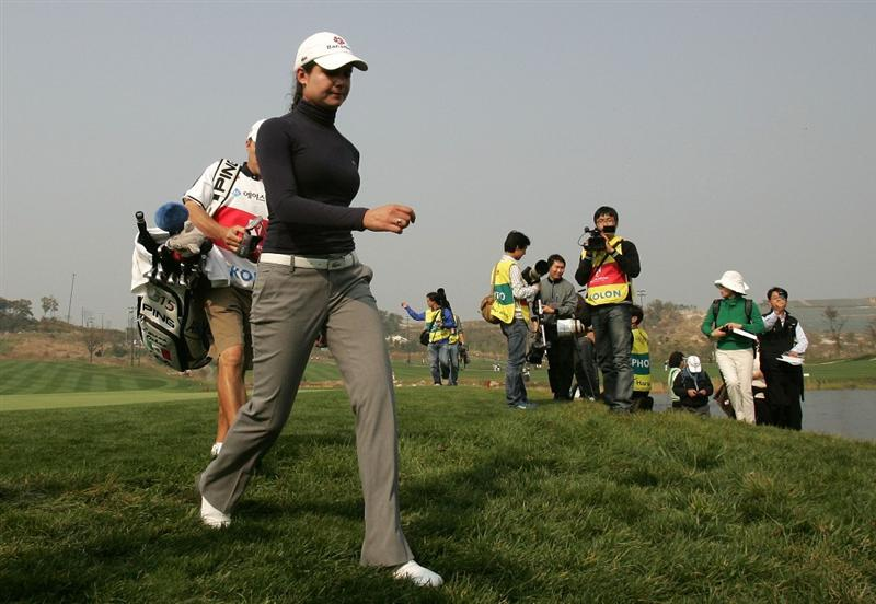 INCHEON, SOUTH KOREA - NOVEMBER 01:  Lorena Ochoa of Mexico in the 9th hole during  round one of Hana Bank Kolon Championship at Sky 72 Golf Club on October 30, 2009 in Incheon, South Korea.  (Photo by Chung Sung-Jun/Getty Images)