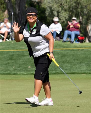 RANCHO MIRAGE, CA - APRIL 03:  Christina Kim of the USA holes for a birdie at the 9th hole during the second round of the 2009 Kraft Nabisco Championship, at the Mission Hills Country Club on April 3, 2009 in Rancho Mirage, California  (Photo by David Cannon/Getty Images)