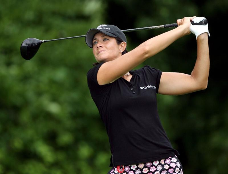 HAVRE DE GRACE, MD - JUNE 11:  Laura Diaz hits her tee shot on the 4th hole during the first round of the McDonald's LPGA Championship at Bulle Rock Golf Course on June 11, 2009 in Havre de Grace, Maryland.  (Photo by Andy Lyons/Getty Images)