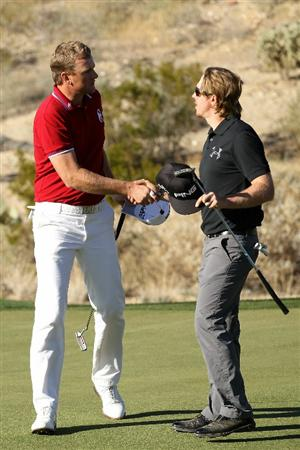 MARANA, AZ - FEBRUARY 24:  Robert Karlsson of Sweden (L) congratulates Hunter Mahan (R) on his win on the 18th hole during the second round of the Accenture Match Play Championship at the Ritz-Carlton Golf Club on February 24, 2011 in Marana, Arizona.  (Photo by Andy Lyons/Getty Images)