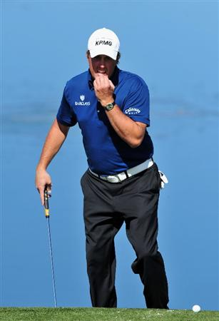 MARANA, AZ - FEBRUARY 27:  Phil Mickelson of USA ponders his putt on the third hole during the third round of Accenture Match Play Championships at Ritz - Carlton Golf Club at Dove Mountain on February 27, 2009 in Marana, Arizona.  (Photo by Stuart Franklin/Getty Images)