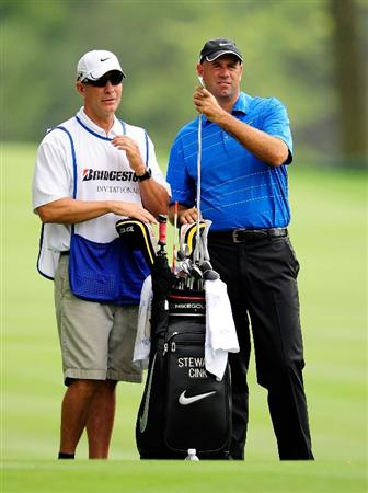 AKRON, OH - AUGUST 06:  Stewart Cink looks over a shot on the 14th hole during the first round of the WGC-Bridgestone Invitational on the South Course at Firestone Country Club on August 6, 2009 in Akron, Ohio.  (Photo by Sam Greenwood/Getty Images)