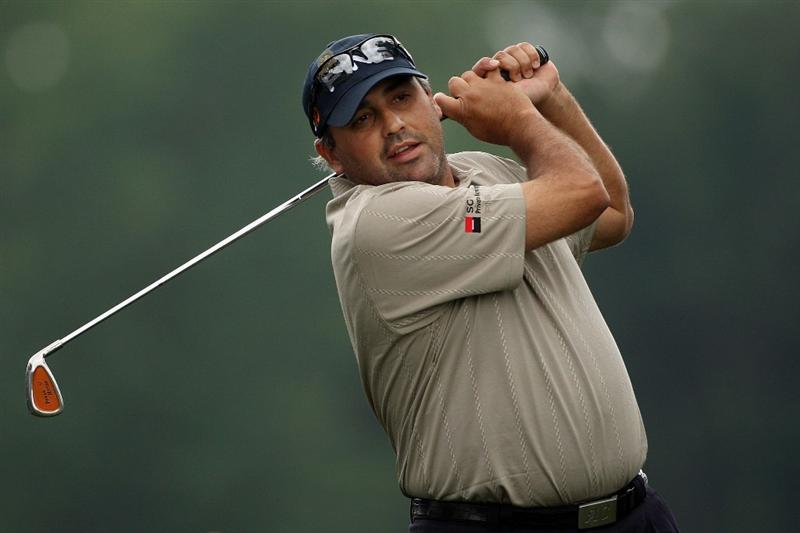 FARMINGDALE, NY - JUNE 16:  Angel Cabrera of Argentina swings a club during the second day of previews to the 109th U.S. Open on the Black Course at Bethpage State Park on June 16, 2009 in Farmingdale, New York.  (Photo by Andrew Redington/Getty Images)