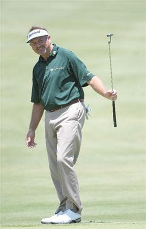 IRVING TX  - MAY 21: Ken Duke misses a putt for birdie on the 18th hole  during the first round of  the HP Byron Nelson Championship held at the TPC Four Seasons Resort Las Colinas on May 21, 2009 in Irving, Texas.  (Photo by Marc Feldman/Getty Images)