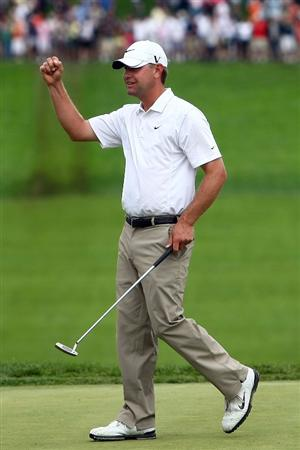 FARMINGDALE, NY - JUNE 22:  Lucas Glover celebrates his two-stroke victory on the 18th green at the 109th U.S. Open on the Black Course at Bethpage State Park on June 22, 2009 in Farmingdale, New York.  (Photo by Chris McGrath/Getty Images)