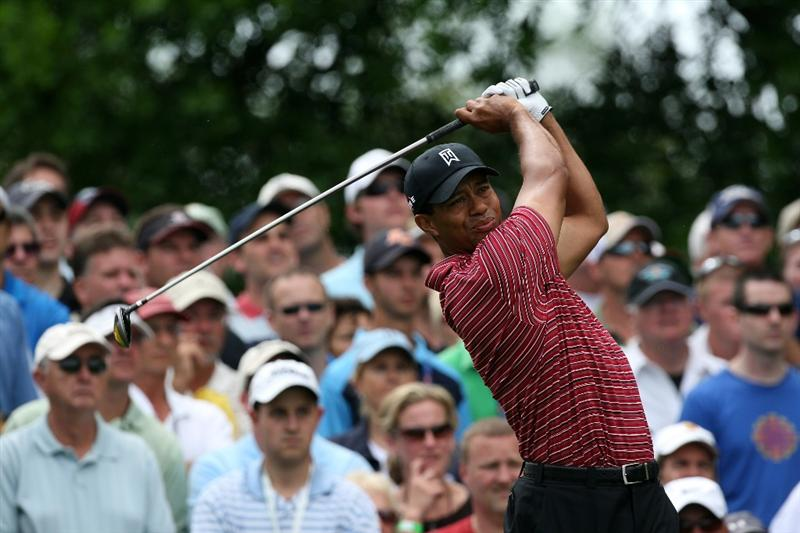 ORLANDO, FL - MARCH 29:  Tiger Woods of the USA plays his tee shot at the 3rd hole during the final round of the Arnold Palmer Invitational Presented by Mastercard at the Bay Hill Club and Lodge on March 29, 2009 in Orlando, Florida  (Photo by David Cannon/Getty Images)
