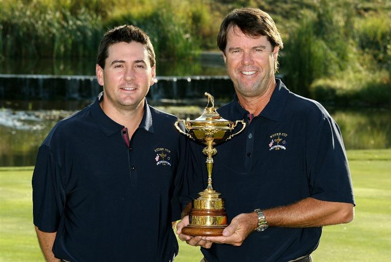 LOUISVILLE, KY - SEPTEMBER 17:  Ben Curtis of the USA team (L) poses with team captain Paul Azinger during the USA team photo shoot prior to the 2008 Ryder Cup at Valhalla Golf Club on September 17, 2008 in Louisville, Kentucky.  (Photo by David Cannon/Getty Images)