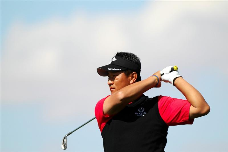 MARANA, AZ - FEBRUARY 24:  K.J. Choi of South Korea hits a tee shot on the third hole during the second round of the Accenture Match Play Championship at the Ritz-Carlton Golf Club on February 24, 2011 in Marana, Arizona.  (Photo by Sam Greenwood/Getty Images)
