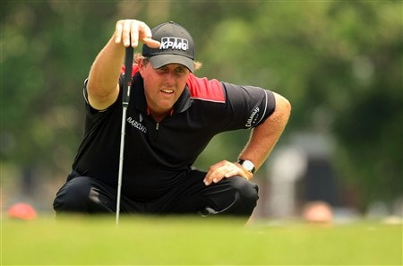 FT. WORTH, TEXAS - MAY 24:  Phil Mickelson lines up a putt on the sixth hole during the third round of the Crown Plaza Invitational at the Colonial Country Club on May 24, 2008 in Ft. Worth, Texas.  (Photo by Scott Halleran/Getty Images)