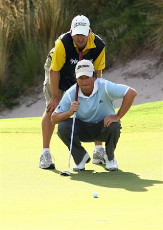 SYDNEY, AUSTRALIA - DECEMBER 14: Tim Clark of South Africa lines up a putt on the 18th hole in a playoff with Mathew Goggin of Australia during the fourth round of the 2008 Australian Open at The Royal Sydney Golf Club on December 14, 2008 in Sydney, Australia.  (Photo by Mark Nolan/Getty Images)