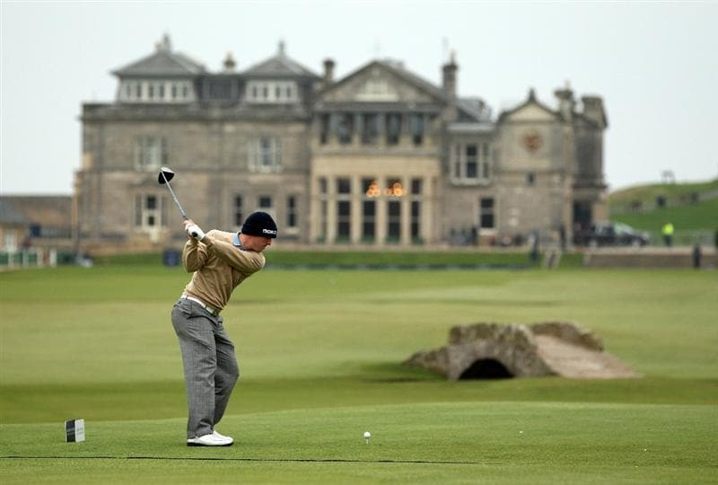 ST ANDREWS, SCOTLAND - OCTOBER 09: David Horsey of England on the 18th tee  during the third round of The Alfred Dunhill Links Championship at The Old Course on October 9, 2010 in St Andrews, Scotland.  (Photo by Ross Kinnaird/Getty Images)