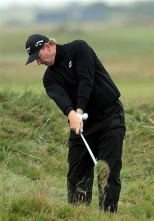 CARNOUSTIE, SCOTLAND - OCTOBER 09:  Ernie Els of South Africa plays out from the rough on the 11th hole during the third round of The Alfred Dunhill Links Championship at the Carnoustie Golf Links on October 9, 2010 in Carnoustie, Scotland.  (Photo by David Cannon/Getty Images)