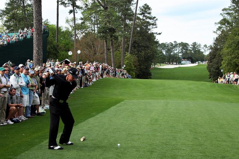AUGUSTA, GA - APRIL 10:  Gary Player of South Africa hits his tee shot on the 18th hole during the second round of the 2009 Masters Tournament at Augusta National Golf Club on April 10, 2009 in Augusta, Georgia.  (Photo by David Cannon/Getty Images)