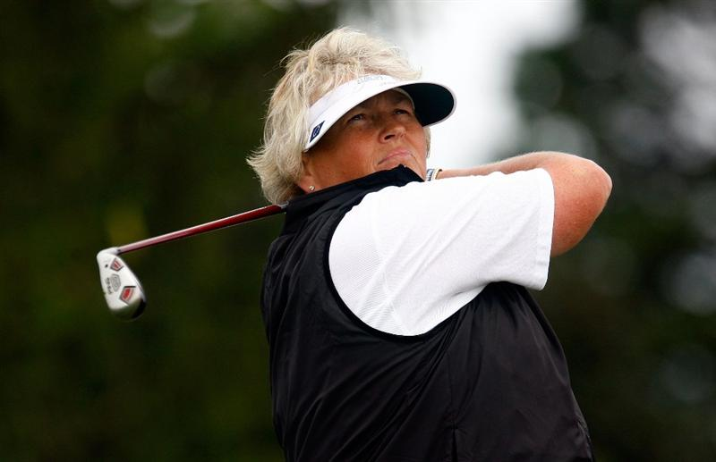SUGAR GROVE, IL - AUGUST 21:  Laura Davies of the European Team watches her tee shot on the second hole during the friday morning fourball matches at the 2009 Solheim Cup at Rich Harvest Farms on August 21, 2009 in Sugar Grove, Illinois.  (Photo by Scott Halleran/Getty Images)