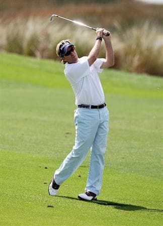 PALM BEACH GARDENS, FL - MARCH 08:  Brett Quigley hits his approach on the sixth hole during the final round of The Honda Classic at PGA National Resort and Spa on March 8, 2009 in Palm Beach Gardens, Florida.  (Photo by Doug Benc/Getty Images)