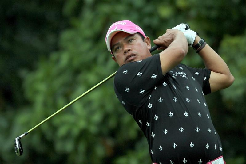 SINGAPORE - NOVEMBER 14: Prayad Marksaeng of Thailand watches his tee shot on the 8th hole during the Final Round of the Barclays Singapore Open held at the Sentosa Golf Club on November 14, 2010 in Singapore, Singapore.  (Photo by Stanley Chou/Getty Images)