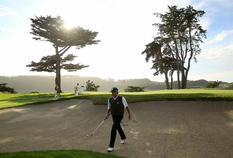 SAN FRANCISCO - NOVEMBER 04:  Fred Couples walks out of the bunker on the 17th hole during round 1 of the Charles Schwab Cup Championship at Harding Park Golf Course on November 4, 2010 in San Francisco, California.  (Photo by Ezra Shaw/Getty Images)