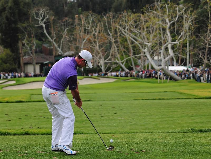 PACIFIC PALISADES, CA - FEBRUARY 21:  Rory Sabbatini of South Africa plays his tee shot on the 16th hole during the third round of the Northern Trust Open at the Riviera Country Club February 21, 2009 in Pacific Palisades, California.  (Photo by Stuart Franklin/Getty Images)