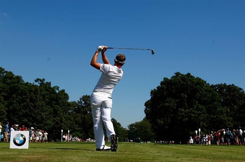 LEMONT, IL - SEPTEMBER 13:  Luke Donald of England hits his tee shot on the second hole during the final round of the BMW Championship held at Cog Hill Golf & CC on September 13, 2009 in Lemont, Illinois.  (Photo by Scott Halleran/Getty Images)