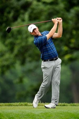 FARMINGDALE, NY - JUNE 19:  Lucas Glover hits his tee shot on the fifth hole during the continuation of the first round of the 109th U.S. Open on the Black Course at Bethpage State Park on June 19, 2009 in Farmingdale, New York.  (Photo by Sam Greenwood/Getty Images)