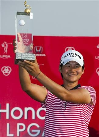 CHON BURI, THAILAND - FEBRUARY 20:  Yani Tseng of Taiwan celebrates with the trophy after winning the LPGA Thailand at Siam Country Club on February 20, 2011 in Chon Buri, Thailand.  (Photo by Victor Fraile/Getty Images)