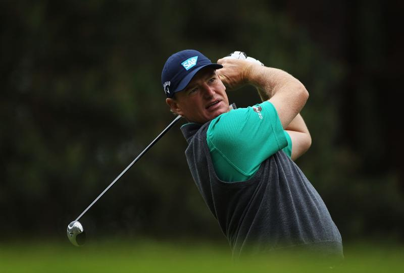 VIRGINIA WATER, ENGLAND - MAY 26:  Ernie Els of South Africa tees off on the 8th hole during the second round of the BMW PGA Championship at the Wentworth Club on May 27, 2011 in Virginia Water, England.  (Photo by Warren Little/Getty Images)