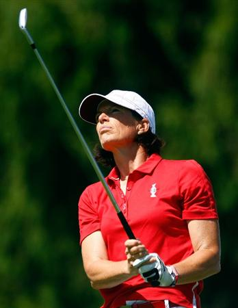 SUGAR GROVE, IL - AUGUST 23:  Juli Inkster of the U.S. Team watches her tee shot on the third hole during the Sunday singles matches at the 2009 Solheim Cup at Rich Harvest Farms on August 23, 2009 in Sugar Grove, Illinois.  (Photo by Scott Halleran/Getty Images)