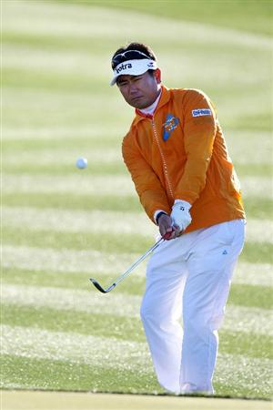 MARANA, AZ - FEBRUARY 23:  Y.E. Yang of South Korea hits a shot on the second hole during the first round of the Accenture Match Play Championship at the Ritz-Carlton Golf Club on February 23, 2011 in Marana, Arizona.  (Photo by Sam Greenwood/Getty Images)