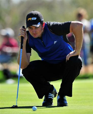 MARANA, AZ - FEBRUARY 25:  Justin Rose of England lines up his putt on the second hole during the first round of the Accenture Match Play Championships at Ritz - Carlton Golf Club at Dove Mountain on February 25, 2009 in Marana, Arizona.  (Photo by Stuart Franklin/Getty Images)