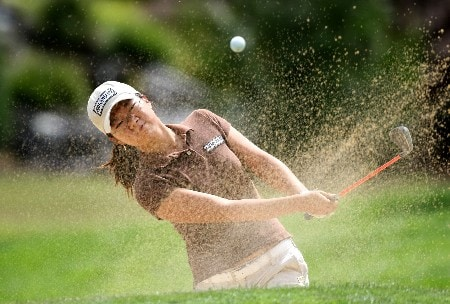 PORTLAND, OR - AUGUST 25:  Ji-Young Oh hits out of the bunker on the 6th hole during the second round of LPGA Safeway Classic at the Columbia Edgewater Country Club August 25, 2007 in Portland, Oregon.  (Photo by Jonathan Ferrey/Getty Images)