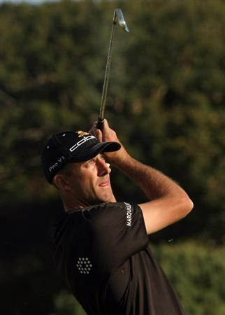 PACIFIC PALISADES, CA - FEBRUARY 19:  Geoff Ogilvy of Australia hits his tee shot on the 16th hole during the first round of the Northern Trust Open at Riviera Country Club February 19, 2009 in Pacific Palisades. California.  (Photo by Stephen Dunn/Getty Images)
