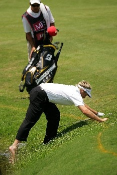 SYDNEY, AUSTRALIA - DECEMBER 15: Stuart Appleby of Australia washes off his foot after hitting a shot close to the water on the 4th hole during round three of the Australian Open Championship at The Australian Golf Club on December 14, 2007 in Sydney, Australia.  (Photo by Ezra Shaw/Getty Images)