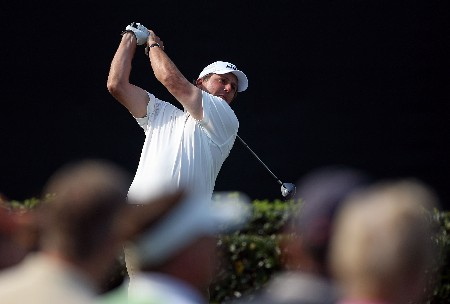 ORLANDO, FL - MARCH 14:  Phil Mickelson hits his tee shot on the 18th hole during the second round of the Arnold Palmer Invitational on March 14, 2008 at the Bay Hill Club and Lodge in Orlando, Florida.  (Photo by Andy Lyons/Getty Images)