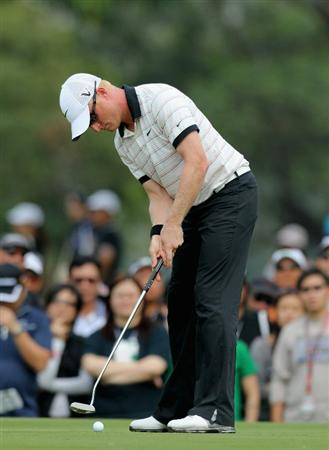 HONG KONG - NOVEMBER 21:  Simon Dyson of England putts during day four of the UBS Hong Kong Open at The Hong Kong Golf Club on November 21, 2010 in Hong Kong.  (Photo by Stanley Chou/Getty Images)