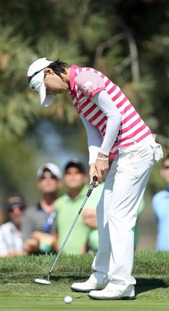 LA JOLLA, CA - SEPTEMBER 20: Na Yeon Choi of South Korea sinks an eagle putt on the 6th hole during the final round of the LPGA Samsung World Championship on September 20, 2009 at Torrey Pines Golf Course in La Jolla, California.  (Photo By Donald Miralle/Getty Images)