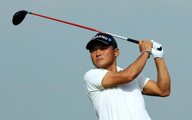SINGAPORE - NOVEMBER 12: Shigeki Maruyama of Japan tees off on the 6th hole during the second round of the Barclays Singapore Open held at the Sentosa Golf Club on November 12, 2010 in Singapore, Singapore.  (Photo by Stanley Chou/Getty Images)