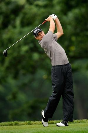 FARMINGDALE, NY - JUNE 19:  Nick Watney hits his tee shot on the fifth hole during the continuation of the first round of the 109th U.S. Open on the Black Course at Bethpage State Park on June 19, 2009 in Farmingdale, New York.  (Photo by Sam Greenwood/Getty Images)