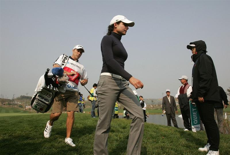 INCHEON, SOUTH KOREA - OCTOBER 30:  Lorena Ochoa of Mexico in the 9th hole during round one of Hana Bank Kolon Championship at Sky 72 Golf Club on October 30, 2009 in Incheon, South Korea.  (Photo by Chung Sung-Jun/Getty Images)